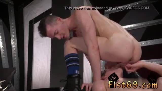 Male fisting gay Axel Abysse and Matt Wylde bathe each other in a